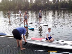 Stand-Up-Paddling der Basketballdamen